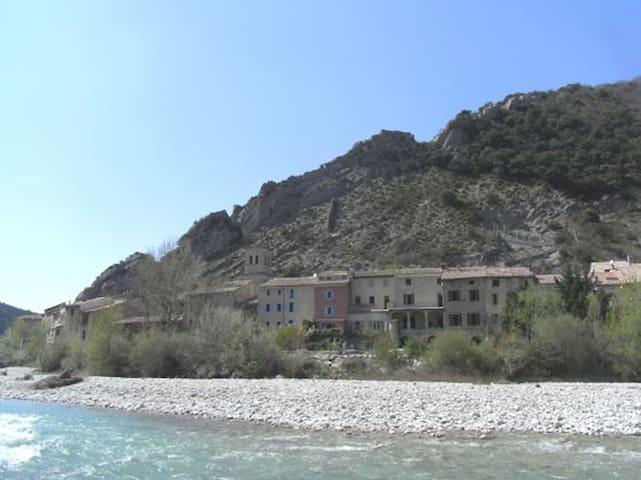 Au bord de l'Eygues en Drôme provençale
