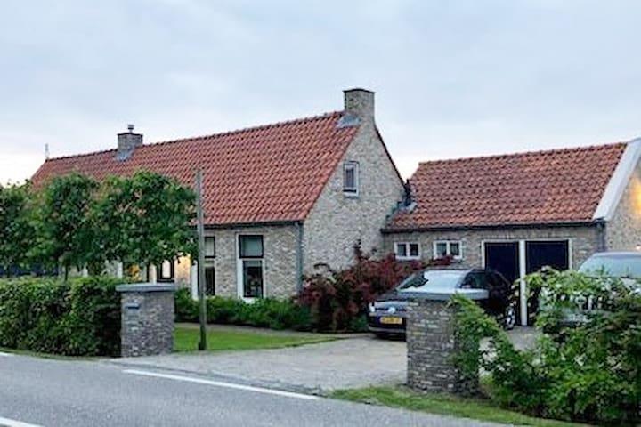 Vrijstaande woning in de zak van zuid beveland