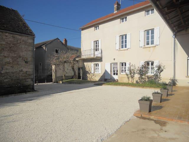 Fermette 5-7 p. en Bourgogne, espace et confort - Quincy-le-Vicomte - Ev