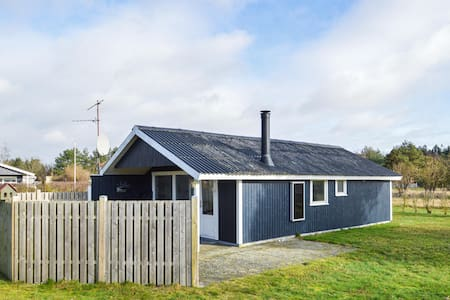 Holiday cottage with 2 bedrooms on 52m² in Rødby