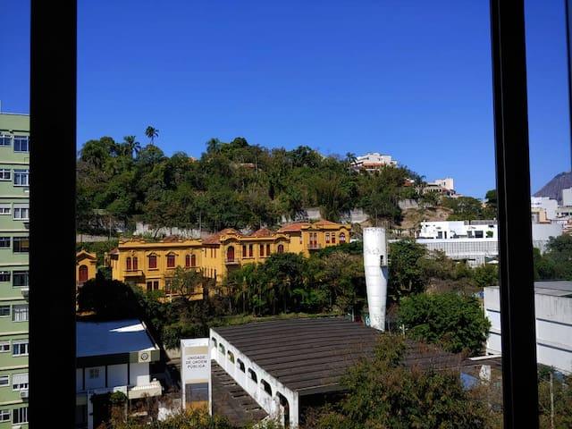 APARTAMENTO GLÓRIA RECÉM REFORMADO - QUARTO E SALA