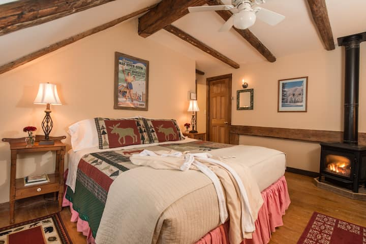 Marvelous Mountain Room @ West Hill House B&B