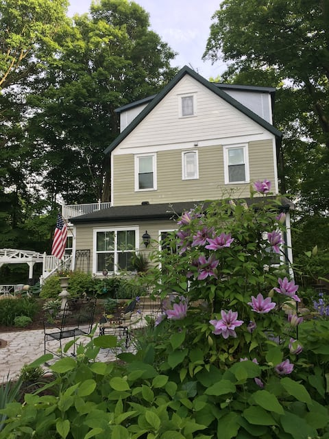 Country Charm, Child-friendly & Close to town