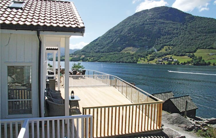 Holiday cottage with 3 bedrooms on 90 m² in Ølen