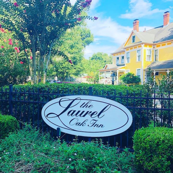Savannah Suite - The Laurel Oak Inn