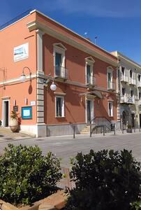Centro paese grazioso appartamento - Villasimius - House