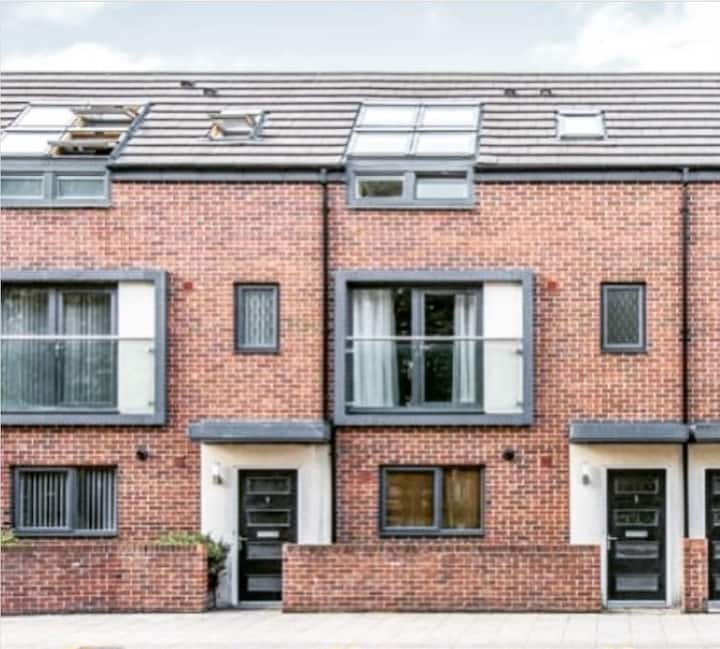Entire contemporary townhouse in central Doncaster