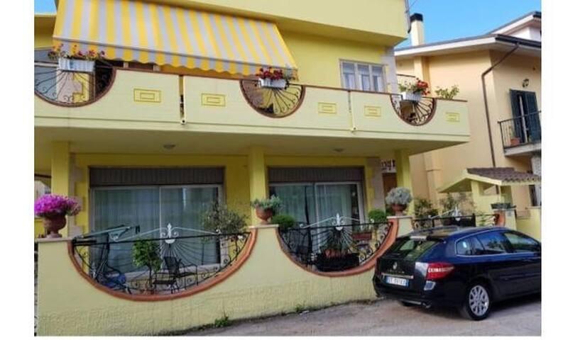 Villa con appartamento privato