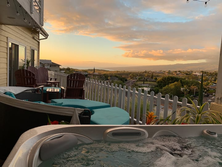 Coastal Waikoloa Cottage: 7-person hot tub.