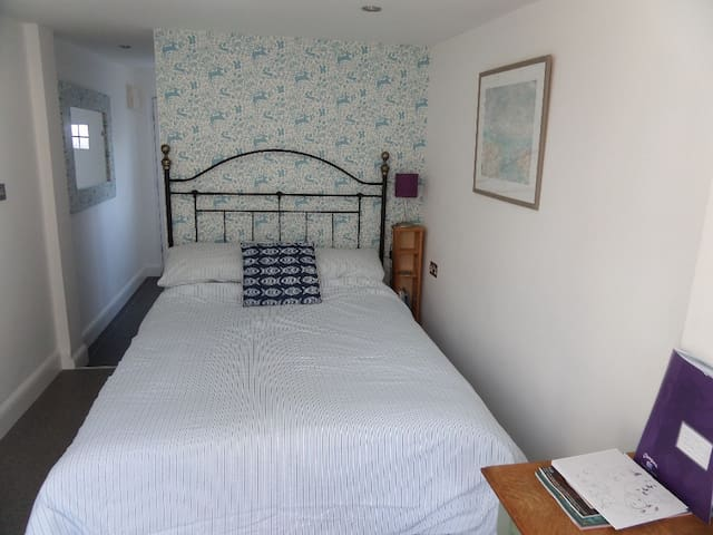Your Own Seaside Retreat - The Annexe,  En Suite - Lancing - Talo
