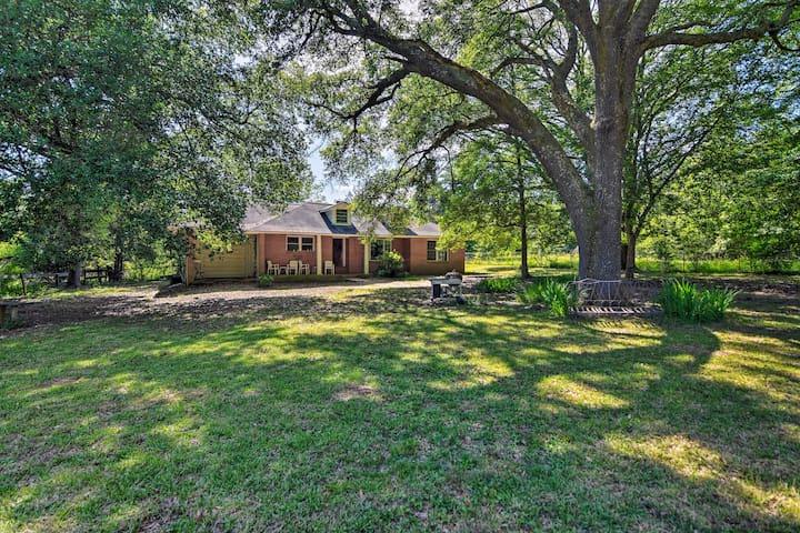 Secluded Baton Rouge Area Hideaway w/ Lawn!