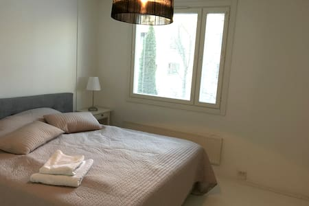 Stylish 2 Bedroom with Free Parking