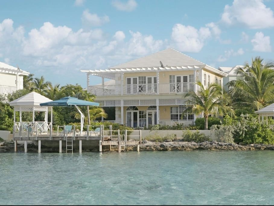 VILLA ON DIRECT OCEAN FRONT WITH PRIVATE DOCK