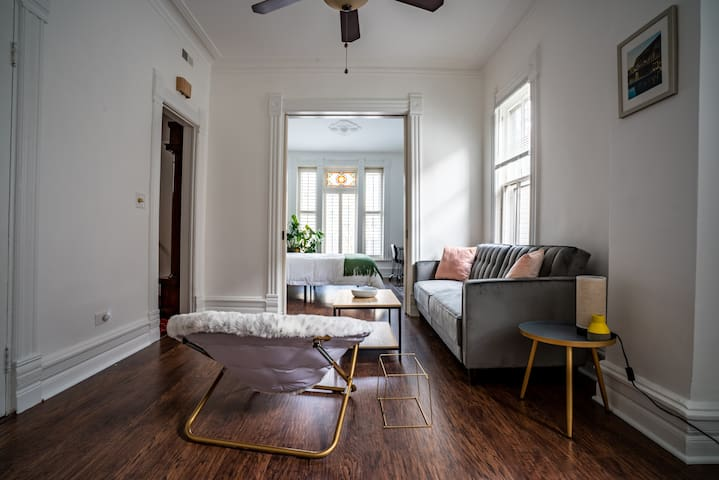 Modern and Spacious Victorian Suite in Wicker Park