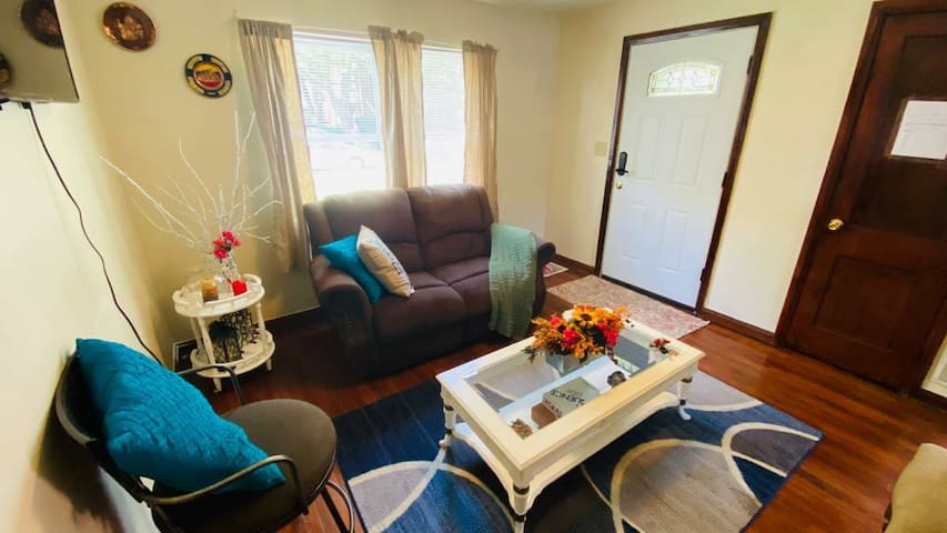 Cozy, comfortable, and 2 minutes from downtown