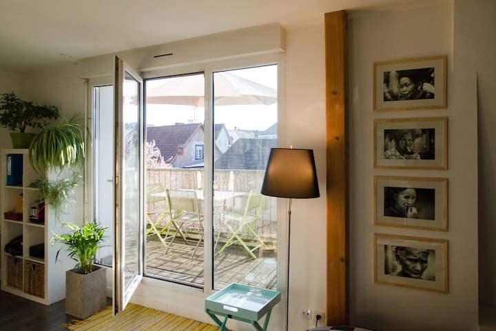 Studio fonctionnel avec terrasse, calme & lumineux - Bischheim - Daire