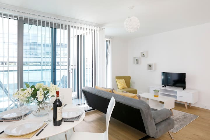 Redhill Central A - Modern serviced apartment