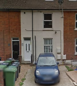 1 Bed Flat nr London and Gatwick - Apartment
