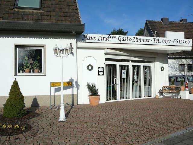 Haus Lind gemütliche Ferienwohnung Ruhe&Erholung - Grevenbroich - Haus