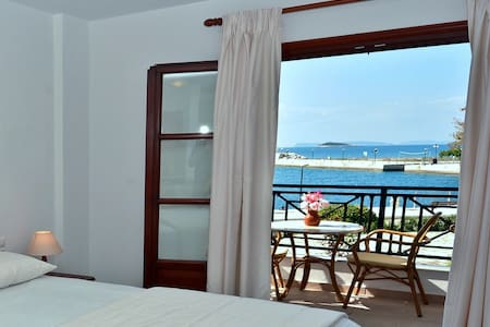 Anna Maria - Vanessa Seafront Apartments and Suite - Neo Klima