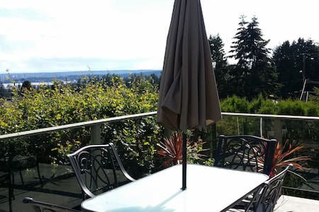 Awesome City + Mnt Views, Big Deck Quiet Breakfast - North Vancouver - Casa