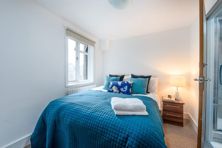 CAPITAL | Modern 1-Bed in Victoria - CS