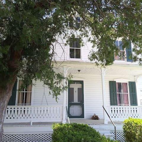Historic 1840 Dr. Garrott House