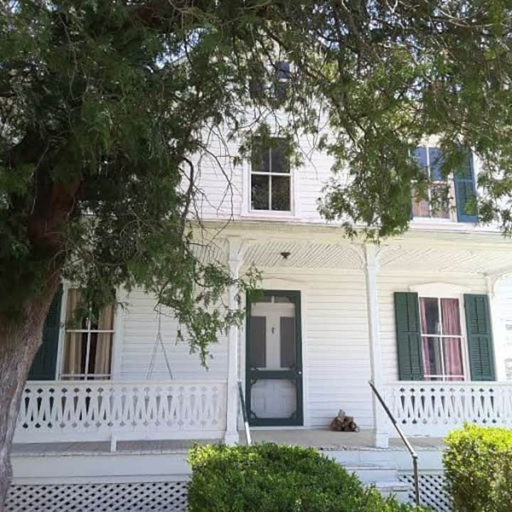 Historic 1840 Dr. Garrott House