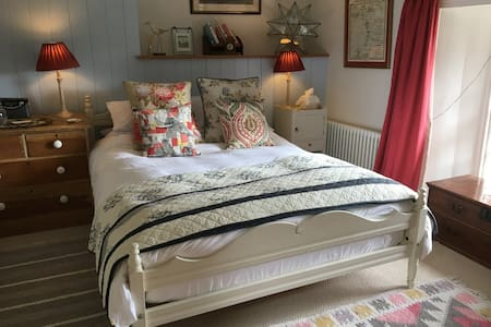 Period B & B for exploring West Wight