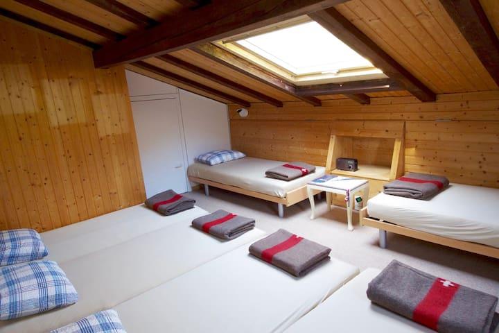 Betten im 6er-Zimmer - Glarus Süd - Annat