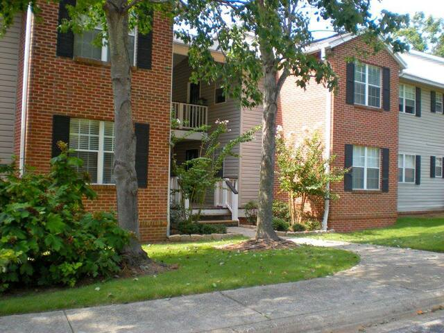 Peaceful 2 Bed/ 2 Bath - North Shelby County - Meadowbrook