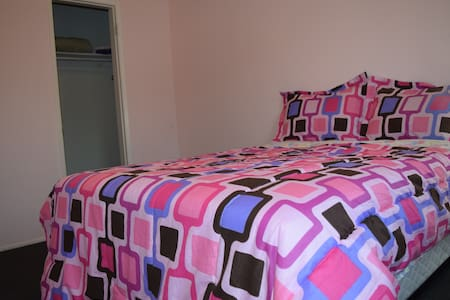 Clean Private Room, Sleeps 3, Fast wifi, LA Bch - Lakás