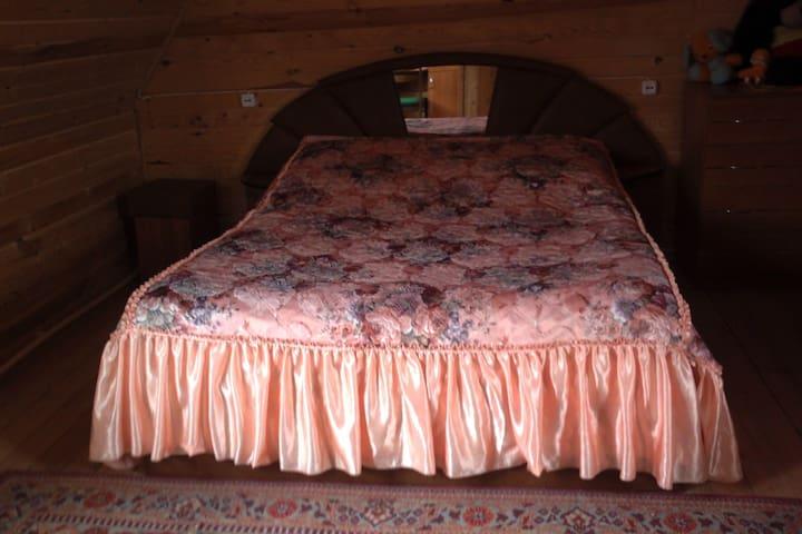 Кровать и спальня 2