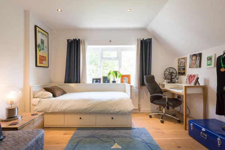 #5 FAMILY or TWIN On Suite M25 M4 M40 Heathrow