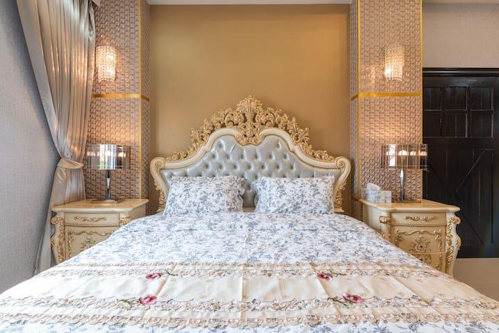 Bedroom 2 (2nd floor) : King bed + dressing table + wardrobe + en-suite bathroom