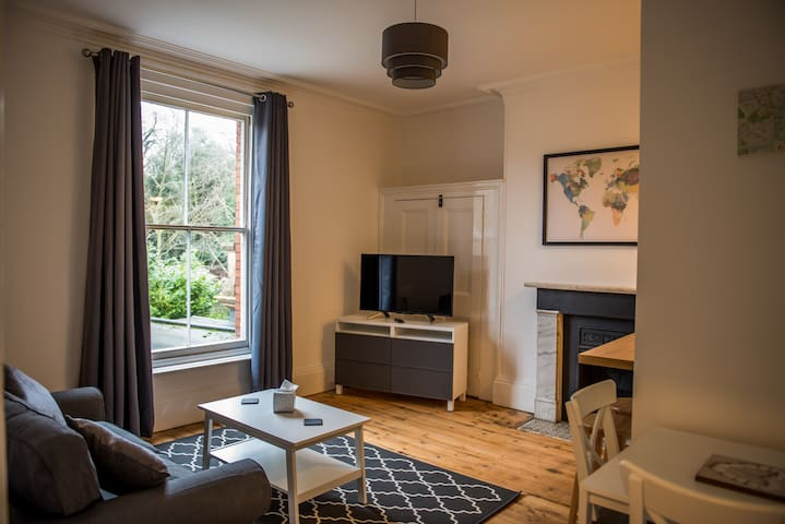 Toothbrush Apartments 1 Bed near Christchurch Park (1st Flr)