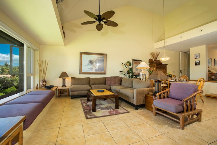 Palms at Wailea 2104-Spacious living room with Pull Out Sleeper Sofa