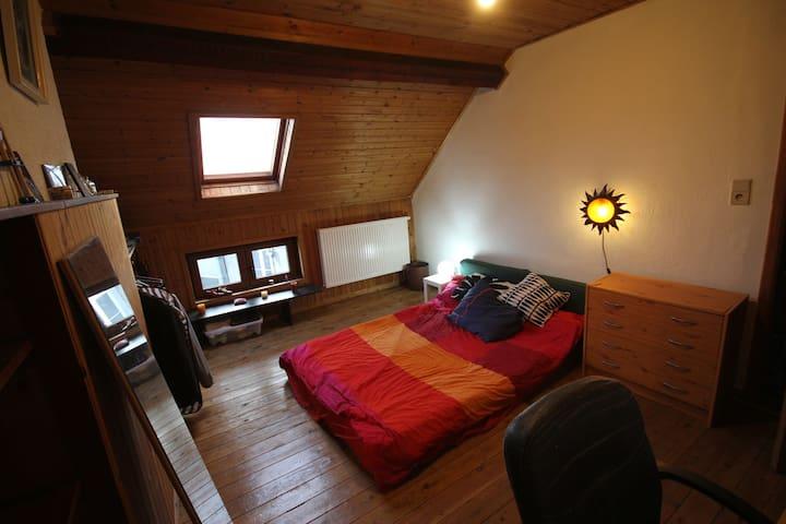 chambre a saint gilles dans un maison genial - Saint-Gilles - Huis