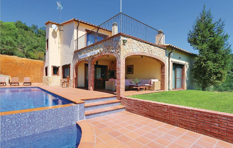 Holiday cottage with 4 bedrooms on 240 m² in Sant Miquel d'Aro