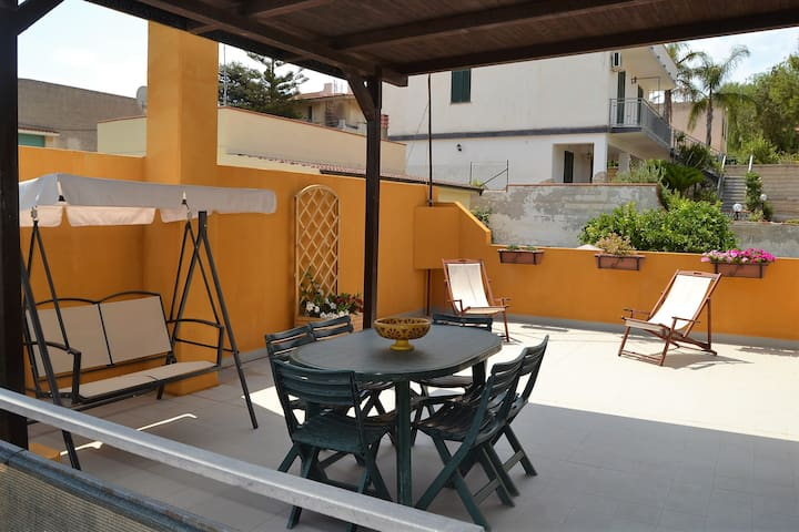 Appart.o in mansarda a 100 mt dal mare-wifi free - Avola - Apartment