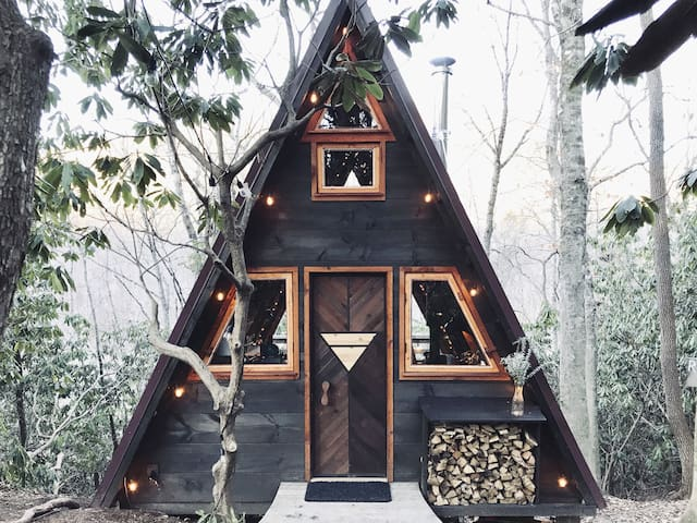 The Starling: A Small A-Frame in the Blue Ridge