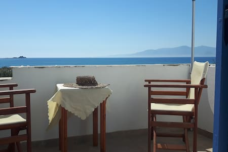 Depis Aqua on the beach-sea view studio for 3 - Plaka