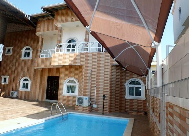 Maison meublée avec piscine à Fidrjossè à Cotonou