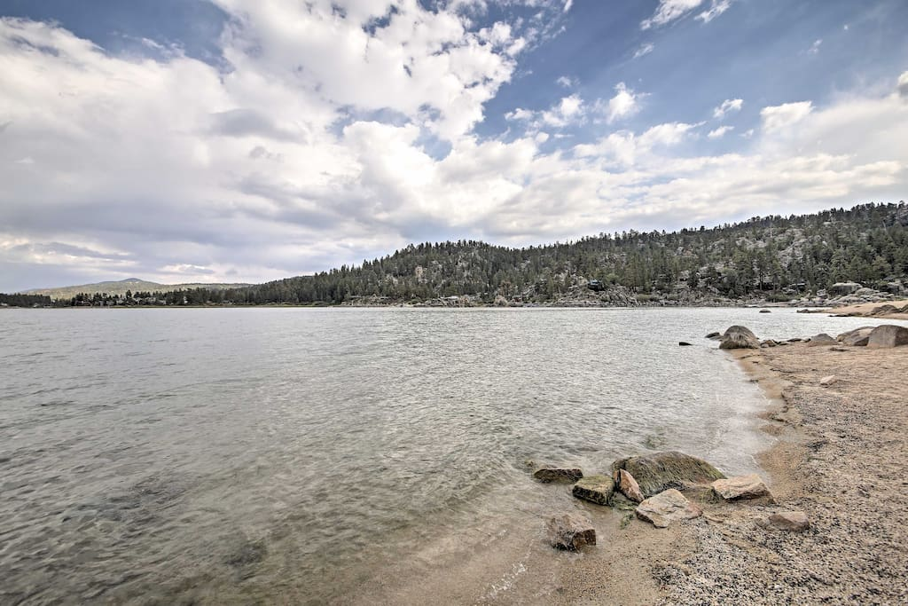 You'll be just a 15-minute walk from the lake, ensuring that you'll spend plenty of time enjoying your surroundings!