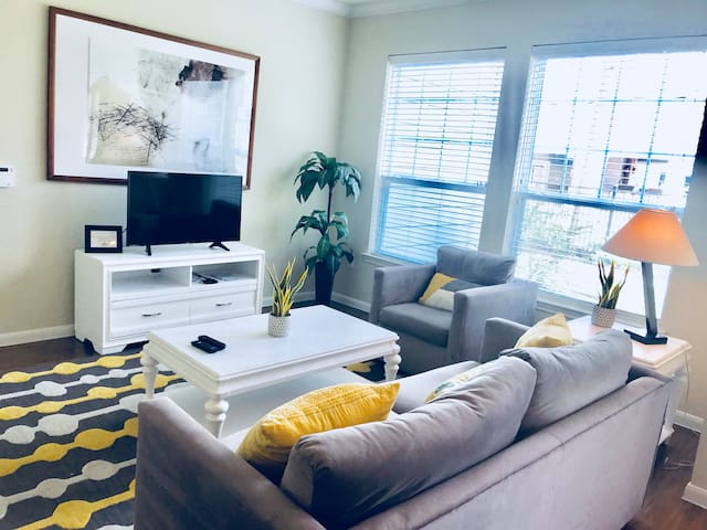 LUXE AT KATY UPSCALE 1 BEDROOM APARTMENT!!!