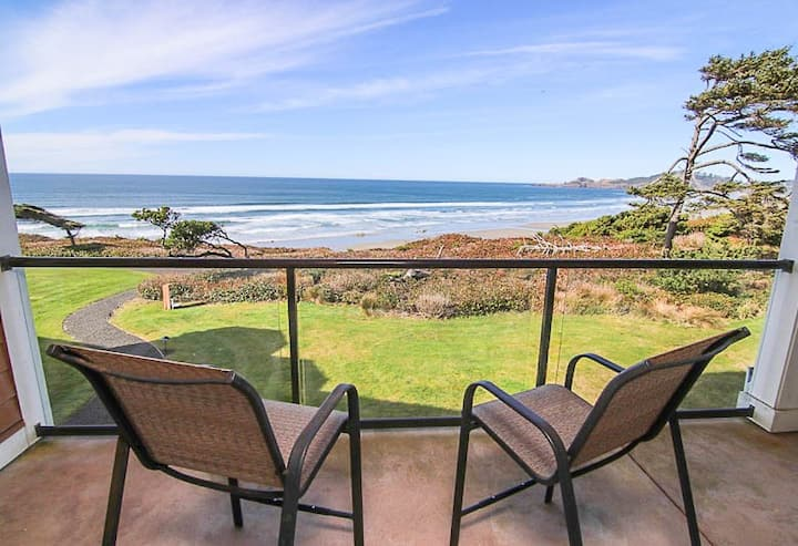 Luxury Oceanfront Condo with Two Master Suites Near Newport's Nye Beach
