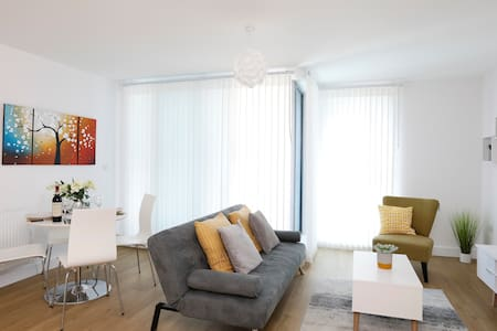 Redhill Central B - Modern serviced apartment