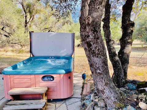 Mountain Lakes Suite/HOT TUB/SLEEPS 4/AFFORDABLE