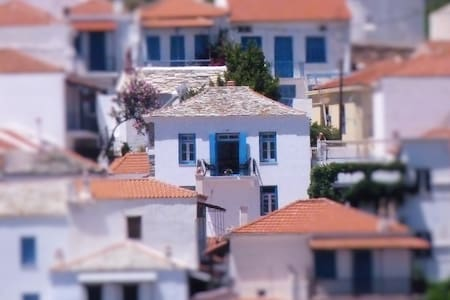 """Patience"", modernised old house with sea view - Skopelos - Rumah"