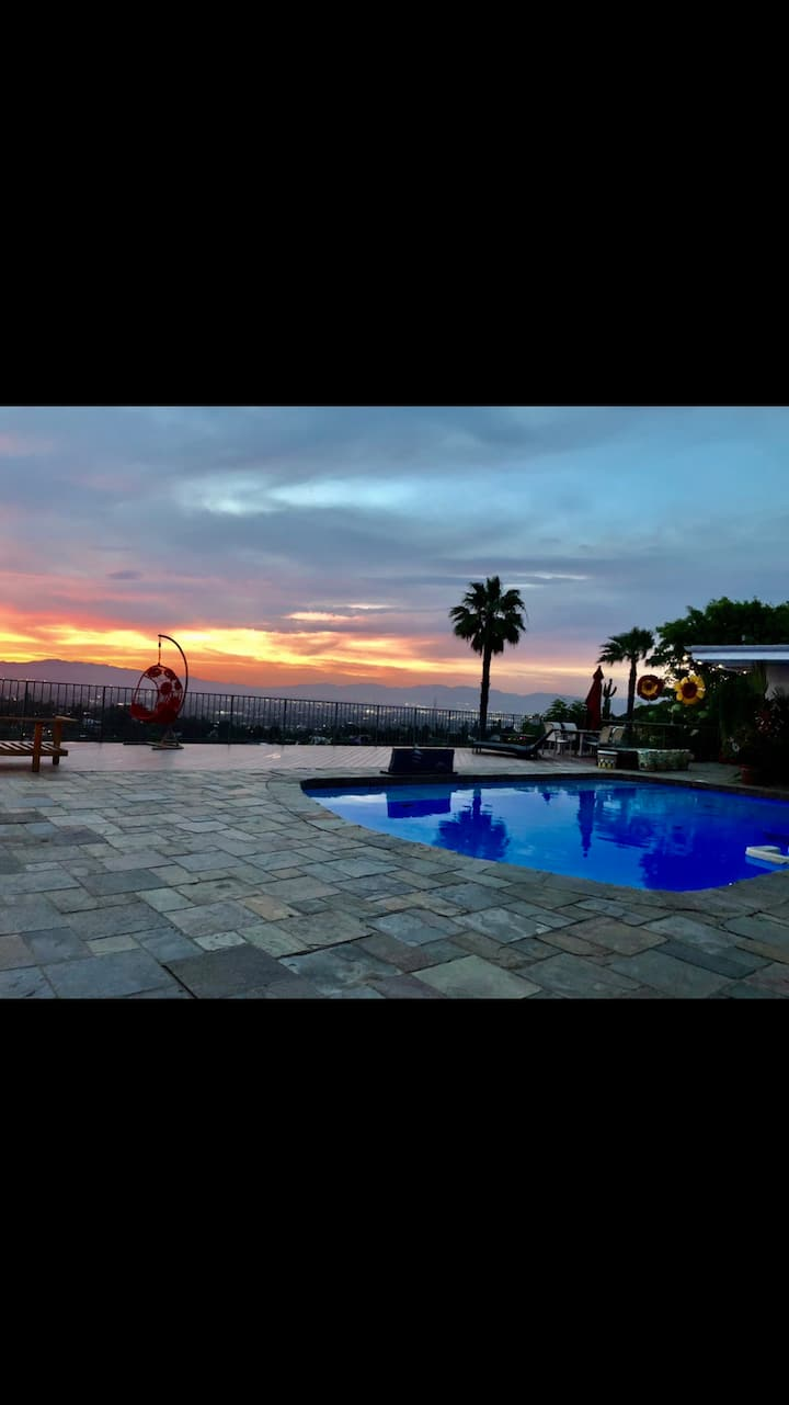PRIME LOCATION HOLLYWOOD HILLS BEST VIEW